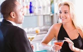 Como atraer a una mujer mostrándote Con habilidad social