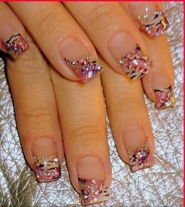 Decoración de uñas para noche.