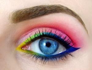 Otra forma de cómo maquillarse los ojos.