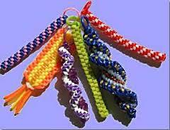 Cómo hacer pulseras de hilo de plástico